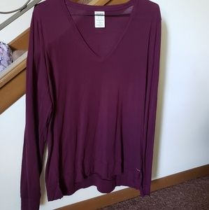 Lightweight long sleeve v-neck